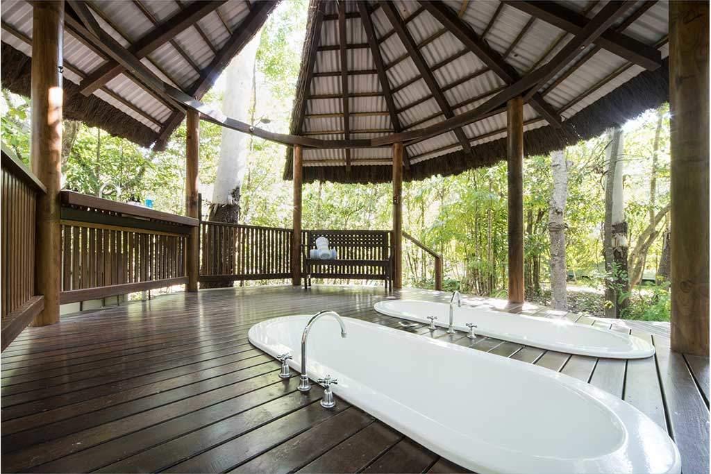 private outdoor bath
