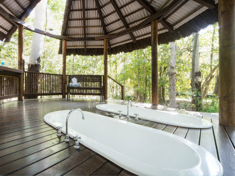 Whitsundays accommodation award winning bathroom in the rain Forrest retreat room